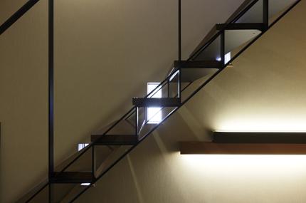 1階段と窓